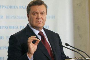 Янукович з невідомими переписує Конституцію