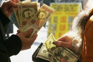 Нацбанк пояснив падіння гривні провокаціями у парламенті