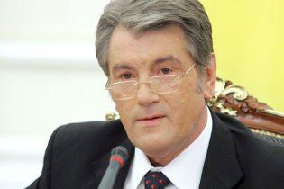 Ющенко: фінансування Тимошенко не гідне української армії