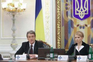 Ющенко і Тимошенко привітали жінок зі святом 8 Березня