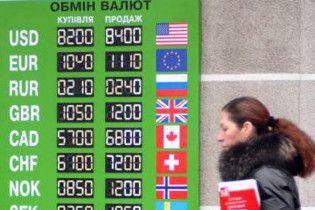 Долар на міжбанку продовжує падати