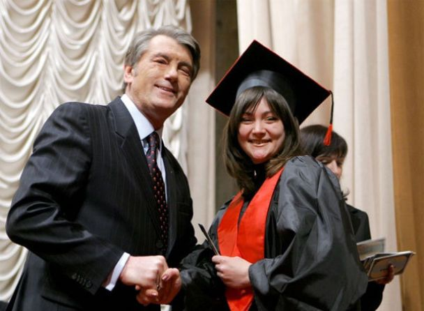 Ющенко вручив диплом магістра-міжнародника своєму сину Андрію