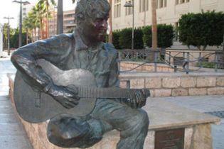 Через вандалізм в Іспанії демонтують пам'ятник Леннону