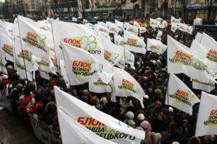 Захисники Черновецького заблокували центр Києва