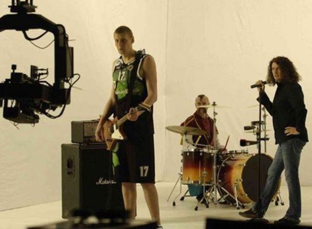 Кузьма зняв у кліпі баскетболіста Орленка