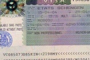 В МЗС називають наївною думку про те, що ЄС відмінить візи для українців
