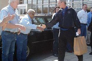 Буш відмовився від роботи в магазині