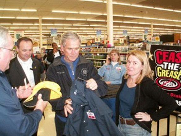 Джордж Буш у даллаському магазині