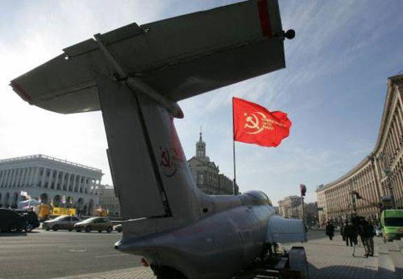"""Акція """"Ющенко-валіза-Америка"""" в Києві"""