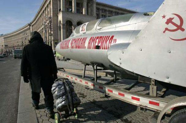 ЗМІ: комуністи привезли на Майдан секретний літак