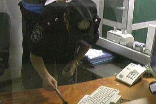 Невловимий злочинець пограбував дев'ять київських банків