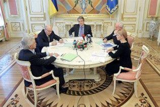 Ющенко запропонував Тимошенко і Януковичу перемир'я до липня