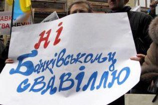 СП: українським банкам вже стало краще. Черга за населенням