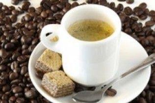 Вчені розвіяли міф про те, що кава допомагає прокинутися