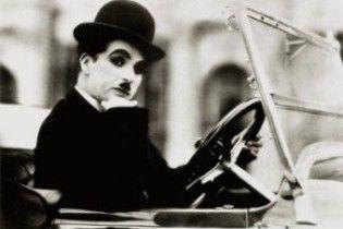 Чарлі Чаплін ображає індійців