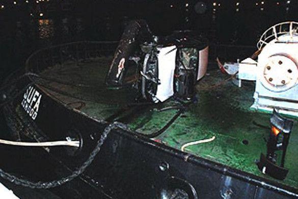 П'яний моряк заїхав на судно на машині