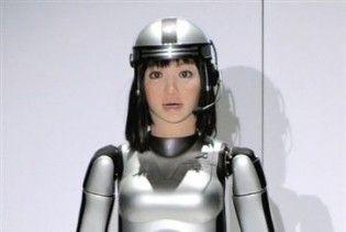 Японський тиждень моди відкрила модель-робот