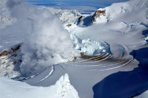 На Алясці прокинувся вулкан Рідаут
