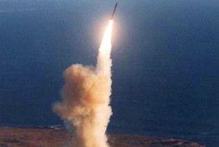 КНДР вивела ракету на старт. Бойові кораблі США у повній готовності