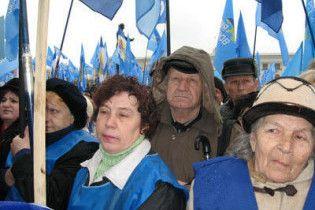 Партія регіонів привела пенсіонерів під Кабмін