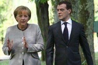 Мєдвєдєв та Меркель обсудять українську ГТС