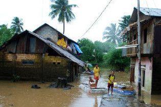 Кількість загиблих при прориві греблі в Індонезії зросла майже до 80