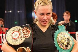 Російська суперчемпіонка перемогла нокаутом і викликала на бій дочку Алі