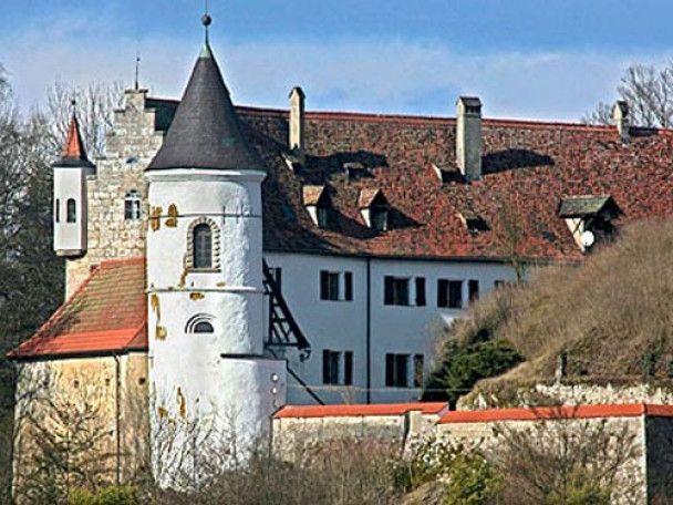 Ніколас Кейдж продав один із двох замків
