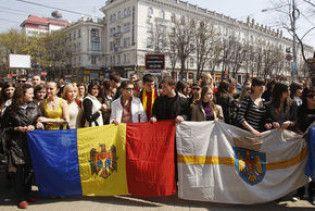 В Молдові проходять багатотисячні мітинги проти результатів виборів