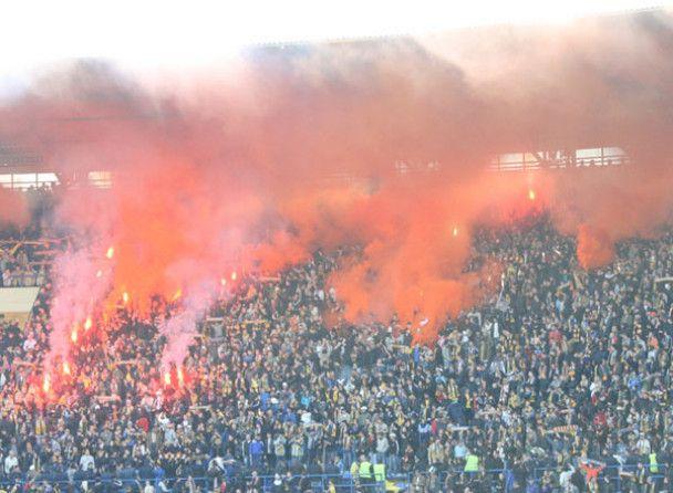 """На стадіоні """"Металіст"""" фанати влаштували пожежу"""