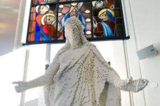 У Швеції зібрали статую Христа з конструктора Lego
