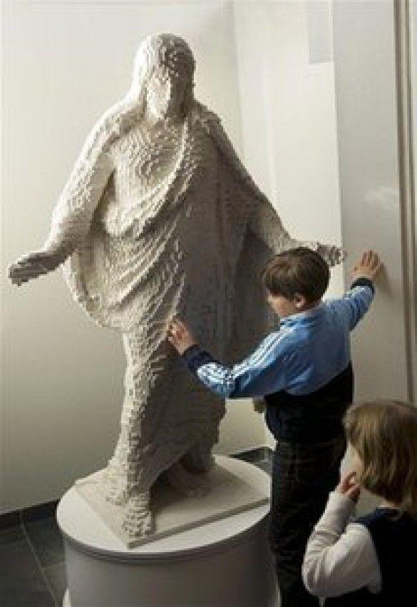 статуя Христа з Lego
