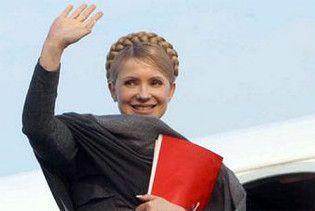 Тимошенко поїхала до Криму роздавати квартири, включати газ і співати