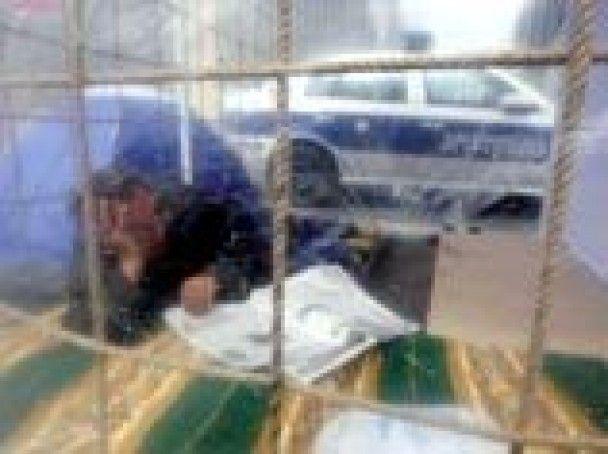 """Грузинська опозиція перетворила Тбілісі на """"місто кліток"""""""