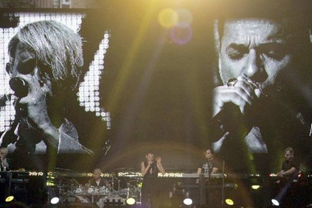 Гурт Depeche Mode дав концерт на бульварі в Лос-Анджелесі