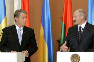 Лукашенко: Україна загралася в демократію і забула годувати народ