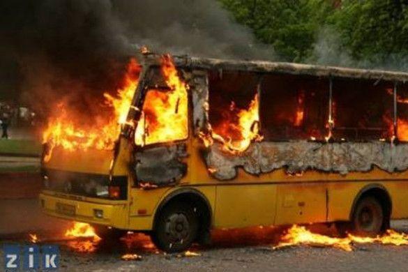 У Львові згоріло маршрутне таксі