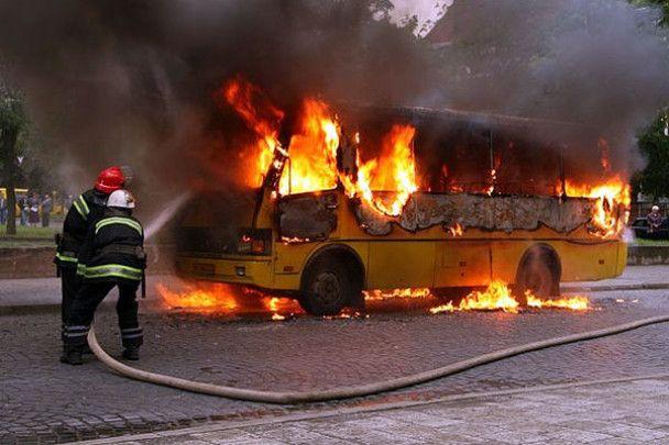 В центрі Львова згоріло маршрутне таксі