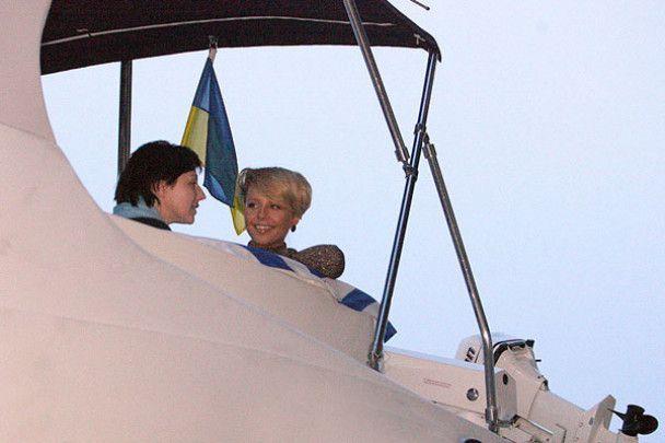 Тіна Кароль на яхті влаштувала гулянку