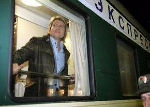 Микола Басков три тижні житиме у потязі