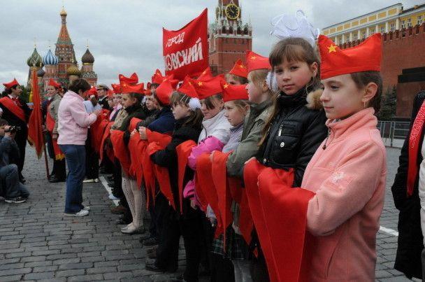 Три тисячі школярів стали піонерами на Красній площі