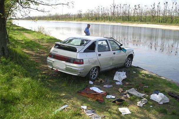 Машина впала у Каховський канал: двоє загиблих