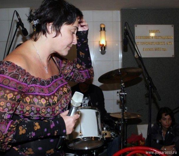 Лоліта заспівала в підземному переході
