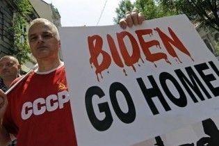"""Віце-президента США зустріли в Сербії як """"фашистського покидька"""""""