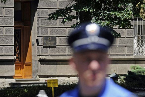 Поліція перед будівлею адміністрації президента Сербії