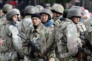 Узбекистан стягнув бронетехніку до кордону з Киргизією
