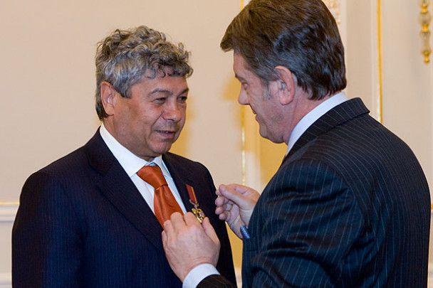 """Ющенко отримав футболку """"Шахтаря"""""""