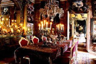 Мєдвєдєв згорнув соціальні програми, щоб купити меблів на 150 мільйонів