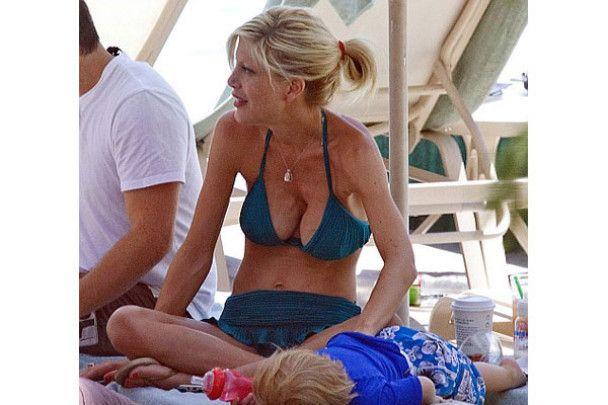 Торі Спеллінг шокувала своїми силіконовими грудьми