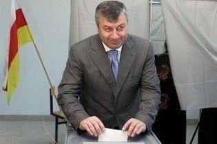 На виборах в Південній Осетії проголосувала більшість виборців